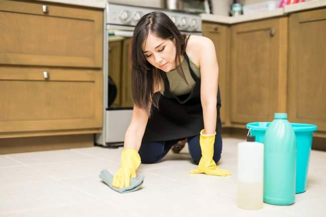 using bleach to clean tiles