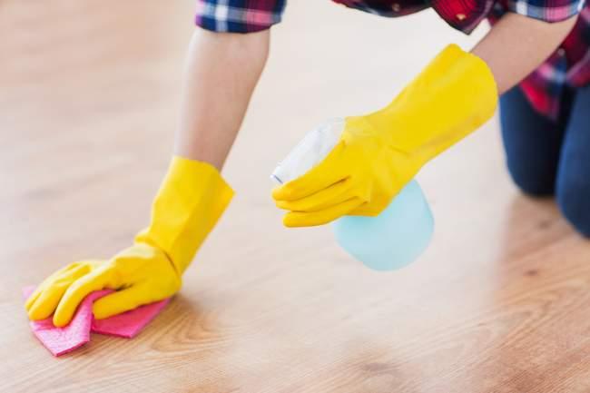 wiping off vinegar solution